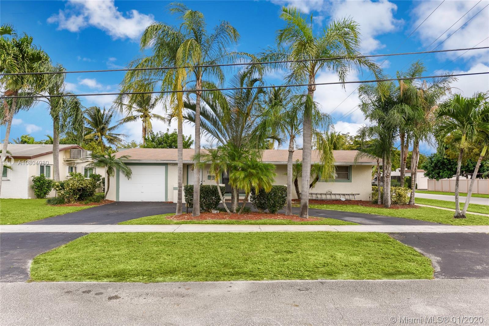 1901 N 48th Ave  For Sale A10804080, FL