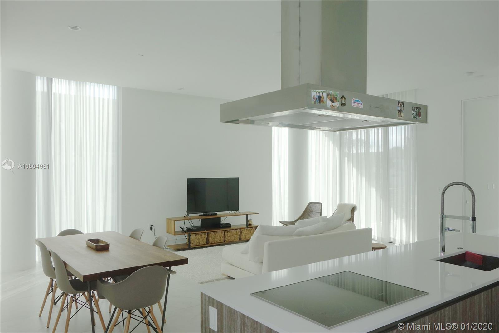Best price recent construction 3 bedroom apartament in Key Biscayne, in a very exclusive 11 units building, without the hustle and bustle of the large multi-unit buildings in the island. A contemporary new chic urban boutique building in the heart of Key Biscayne. Floor to ceiling impact windows and doors. Large balcony to enjoy the outstanding views of the city.