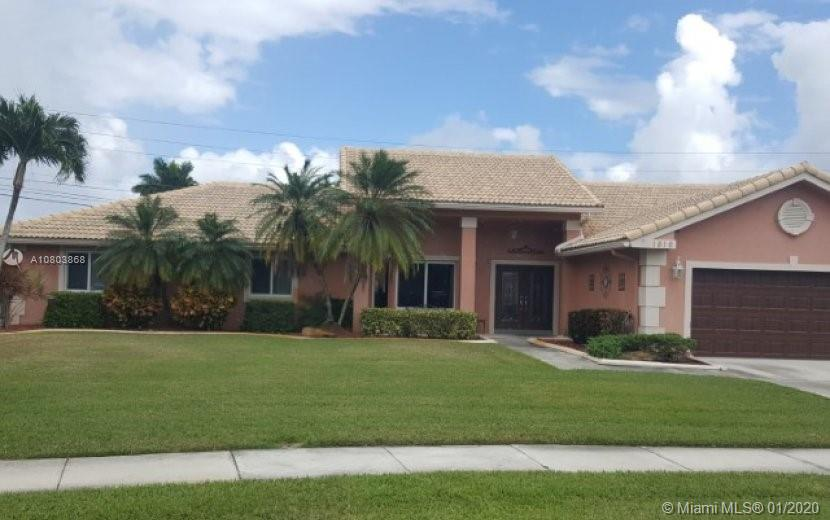1816 SW 101st Ave  For Sale A10803868, FL