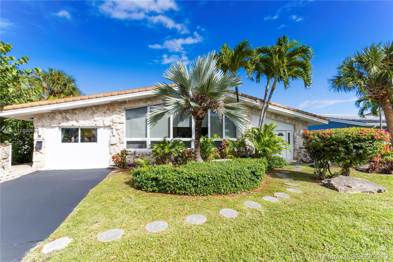 1901 NE 118th Rd  For Sale A10800693, FL