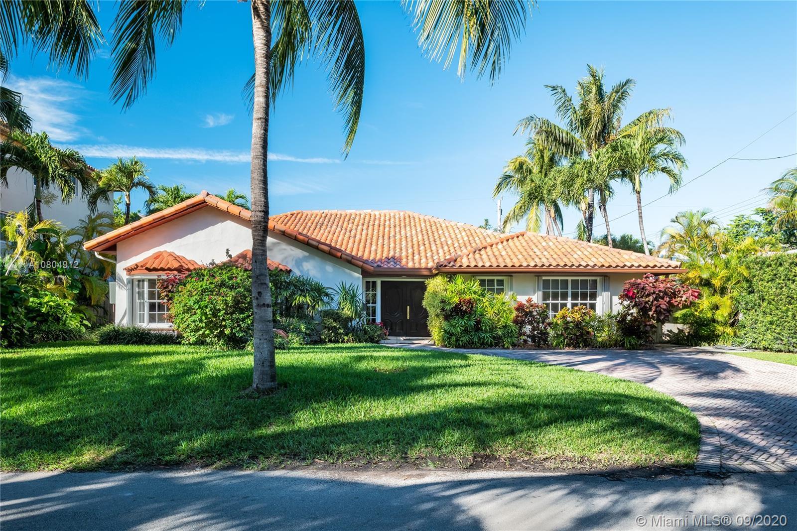 560  Hampton Ln  For Sale A10804912, FL