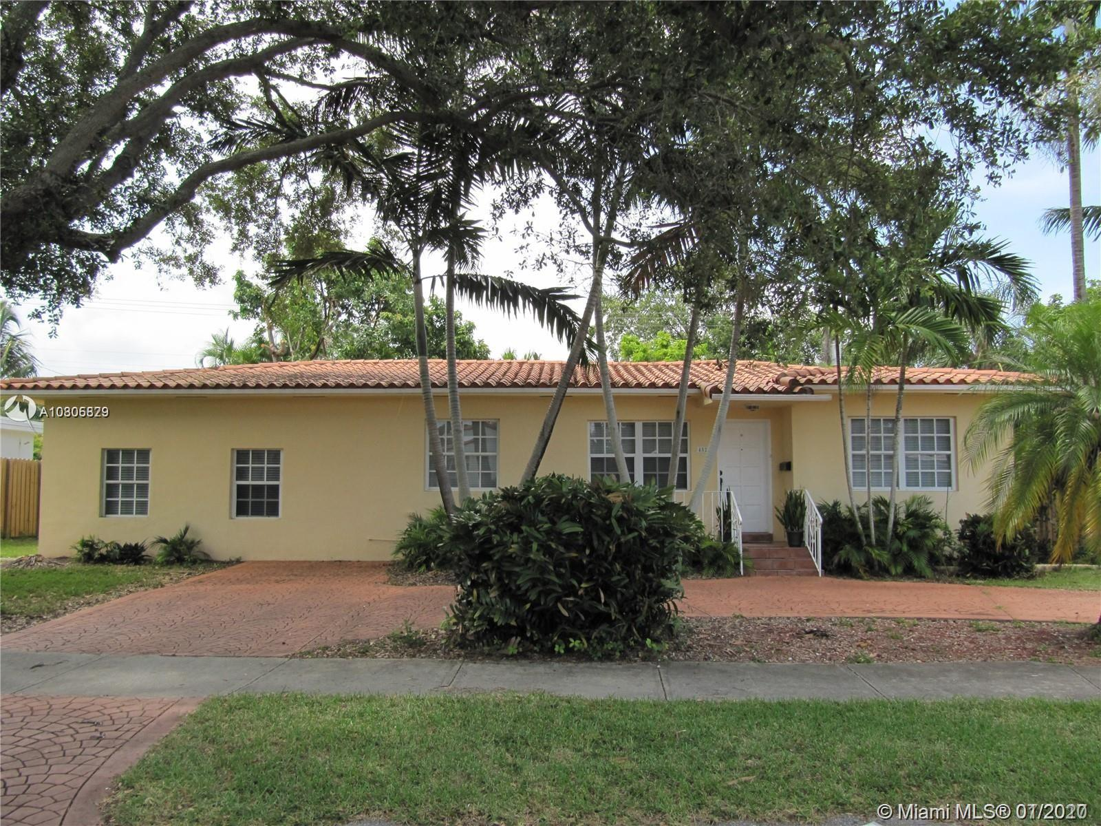 4521 SW 15th St  For Sale A10805829, FL