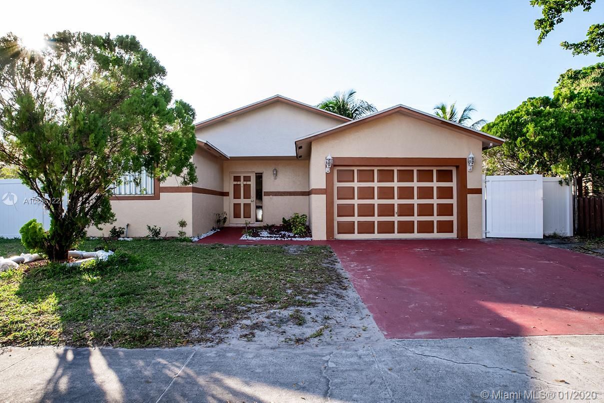 2608 N 24th Ave  For Sale A10806122, FL
