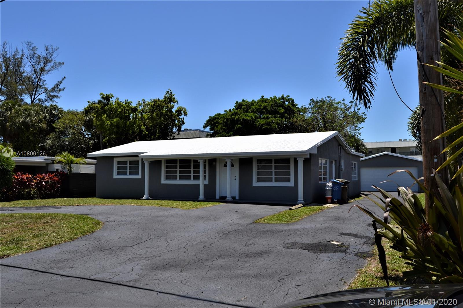 790 NW 33rd St, Oakland Park, FL 33309
