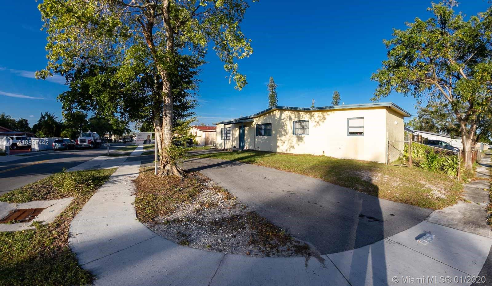 3930 SW 59th Ter  For Sale A10806442, FL