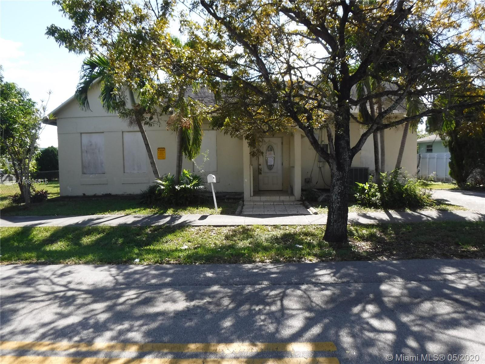 601 SW 1st St  For Sale A10806815, FL