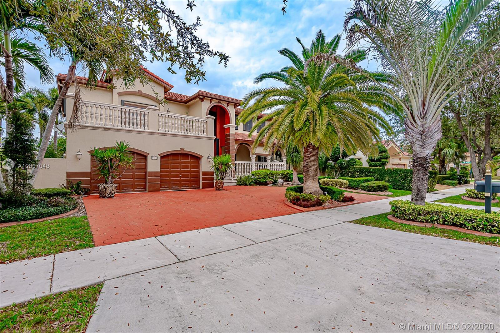 8441 NW 163 TERRACE  For Sale A10807048, FL