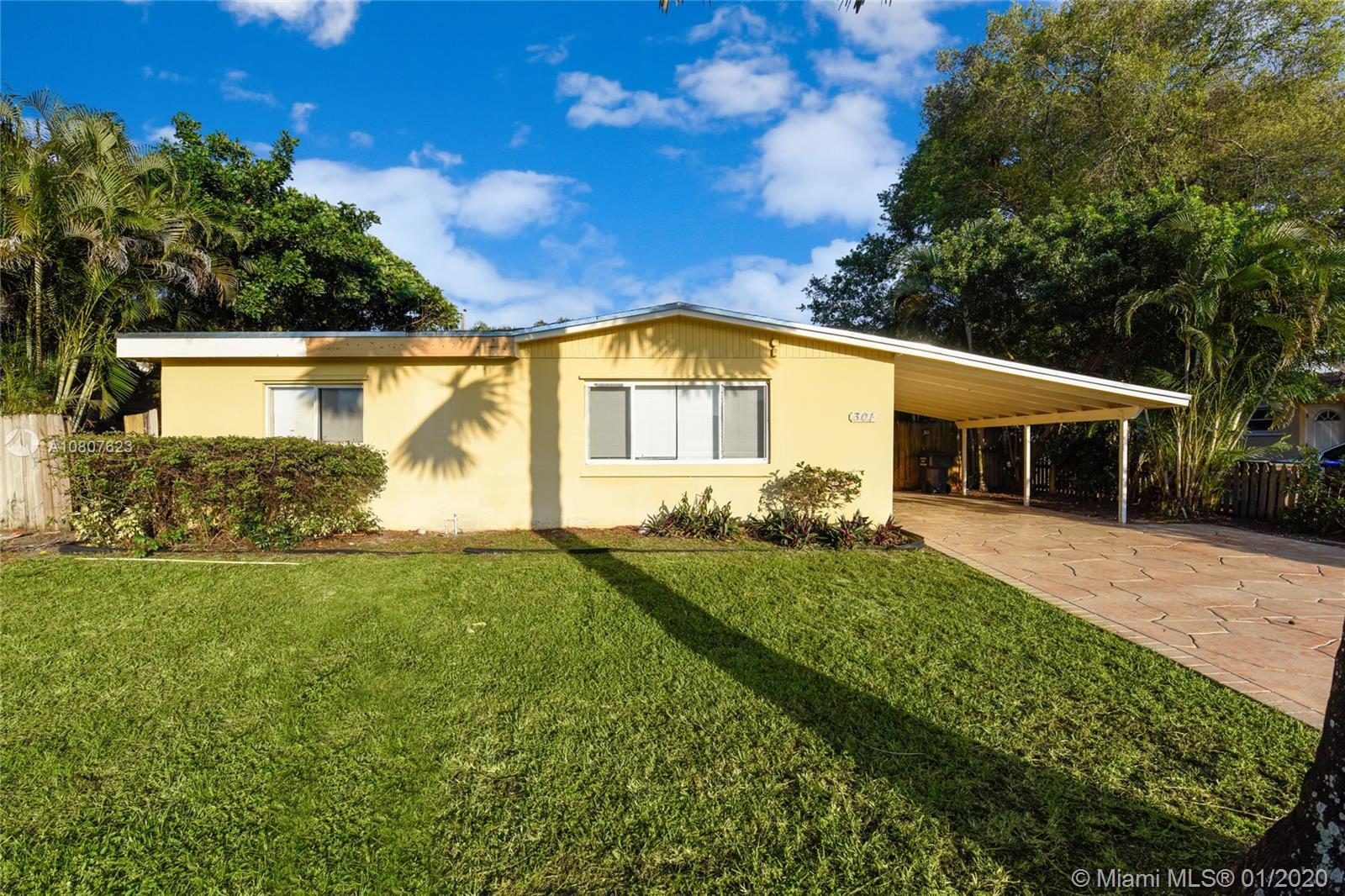 301 N 70th Way  For Sale A10807623, FL