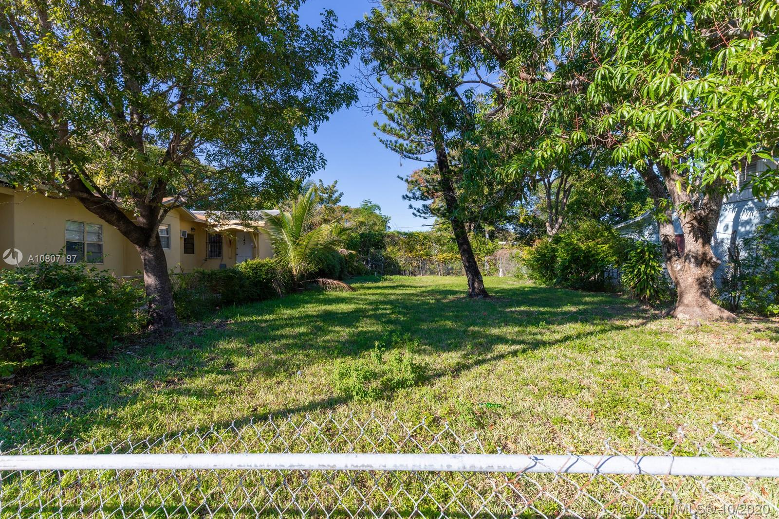 135 NW 32nd St  For Sale A10807197, FL