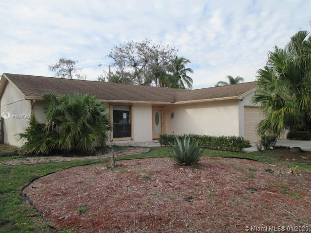 105 Cambridge Ln, Royal Palm Beach, FL 33411