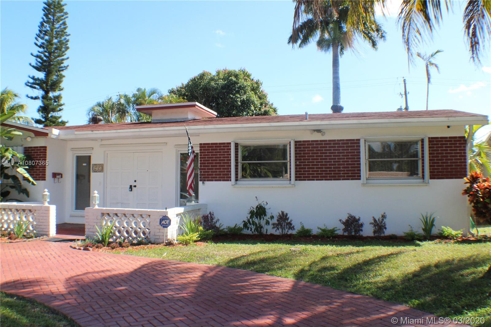 4820  Tyler St  For Sale A10807365, FL