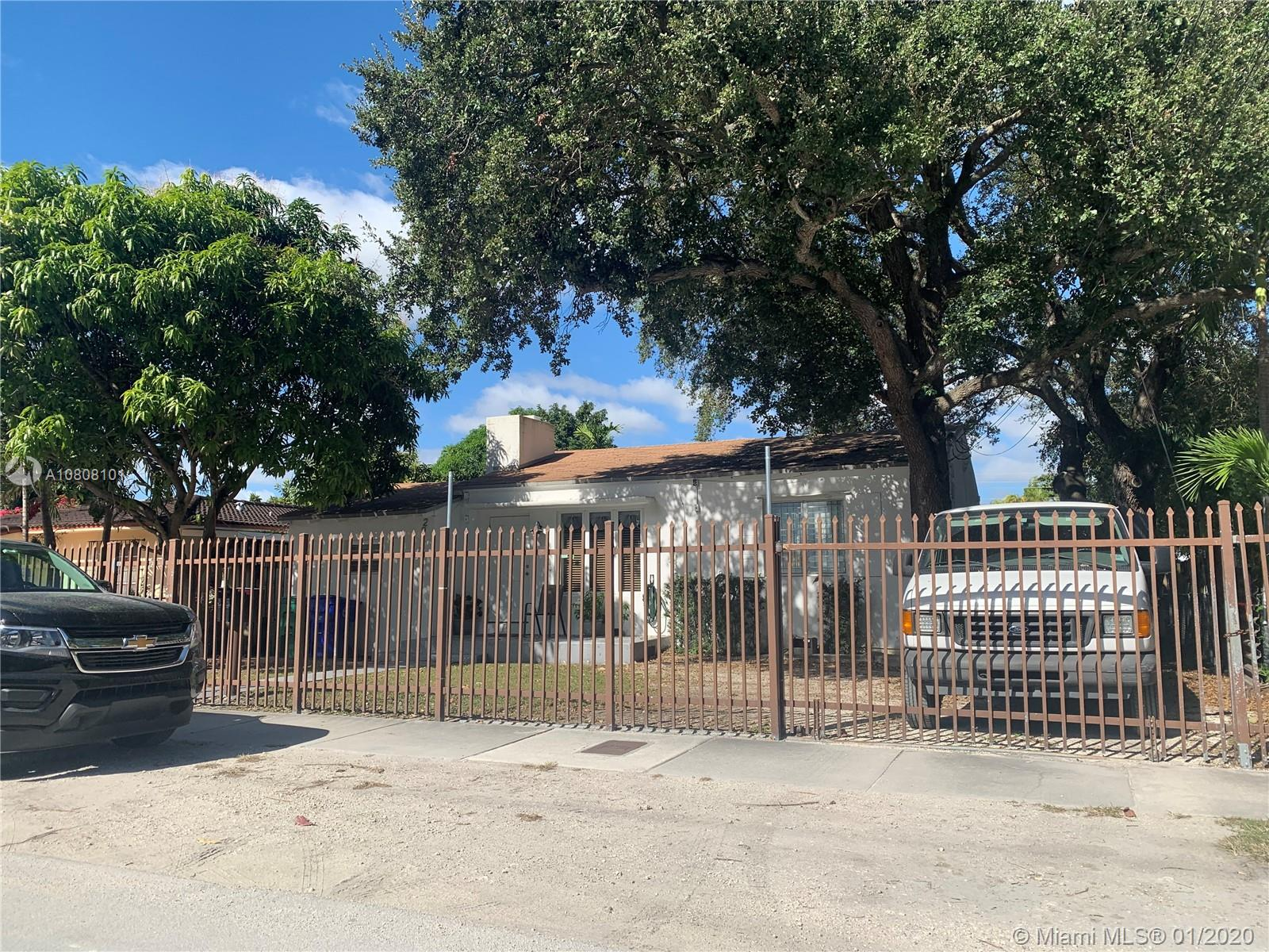 2923 SW 27th Ln  For Sale A10808101, FL