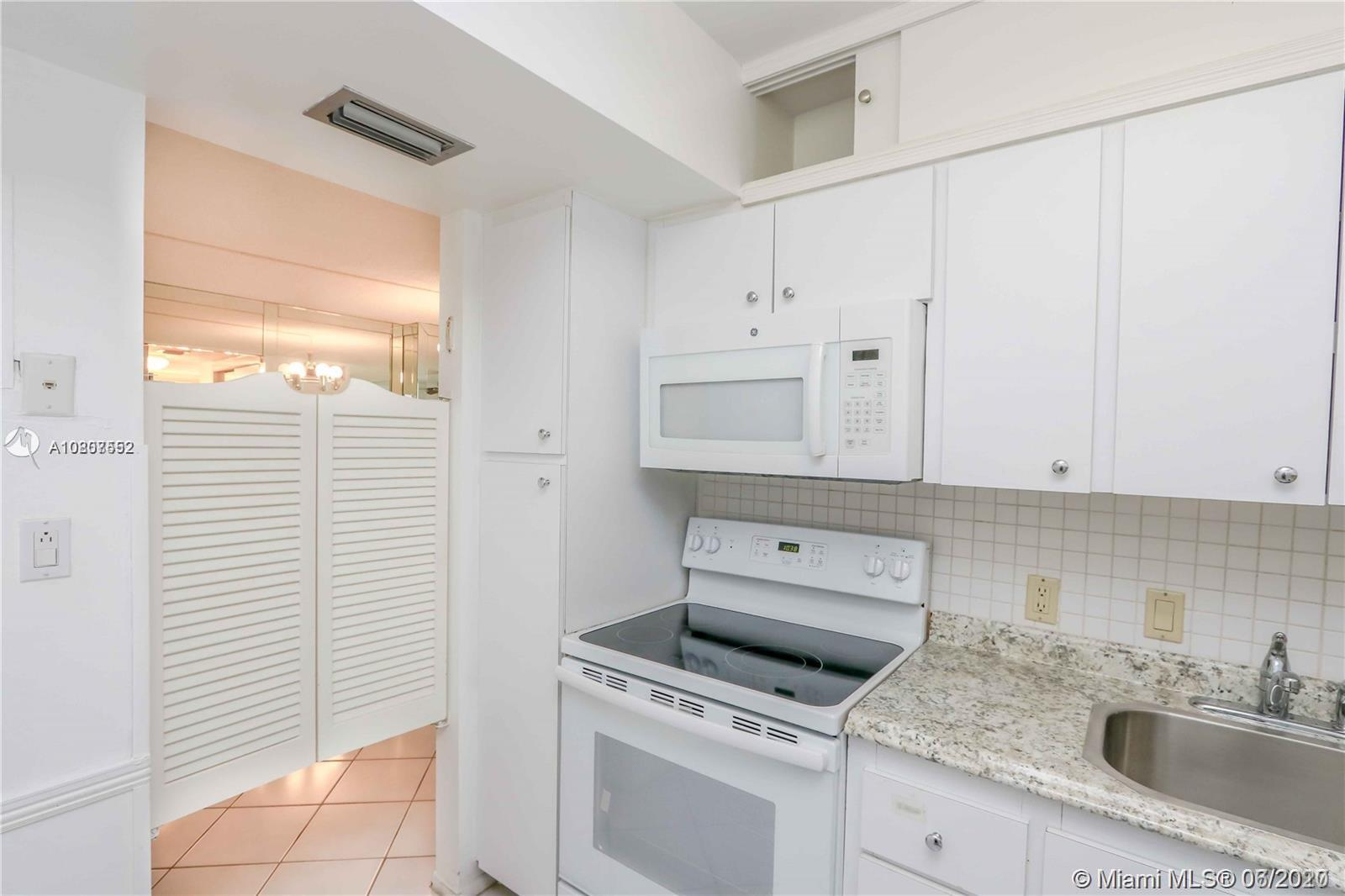 20400 W Country Club Dr #207 For Sale A10807552, FL
