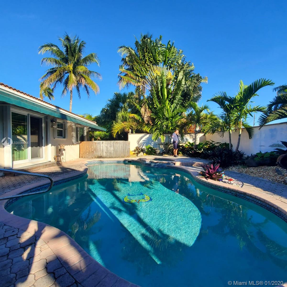 818 N 31st Ave  For Sale A10808444, FL