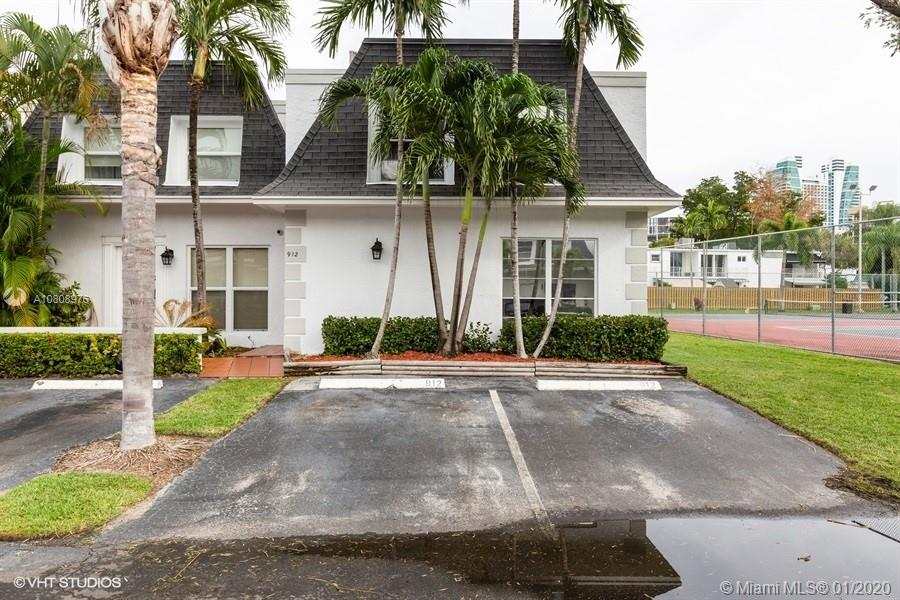 912 NE 26th Ave  For Sale A10808976, FL