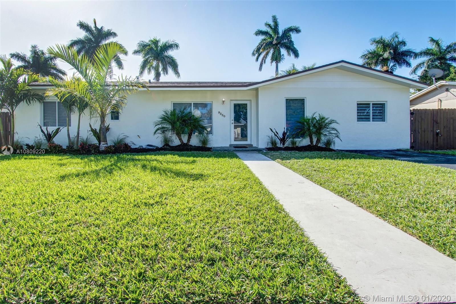 9350 SW 183rd Ter  For Sale A10809220, FL
