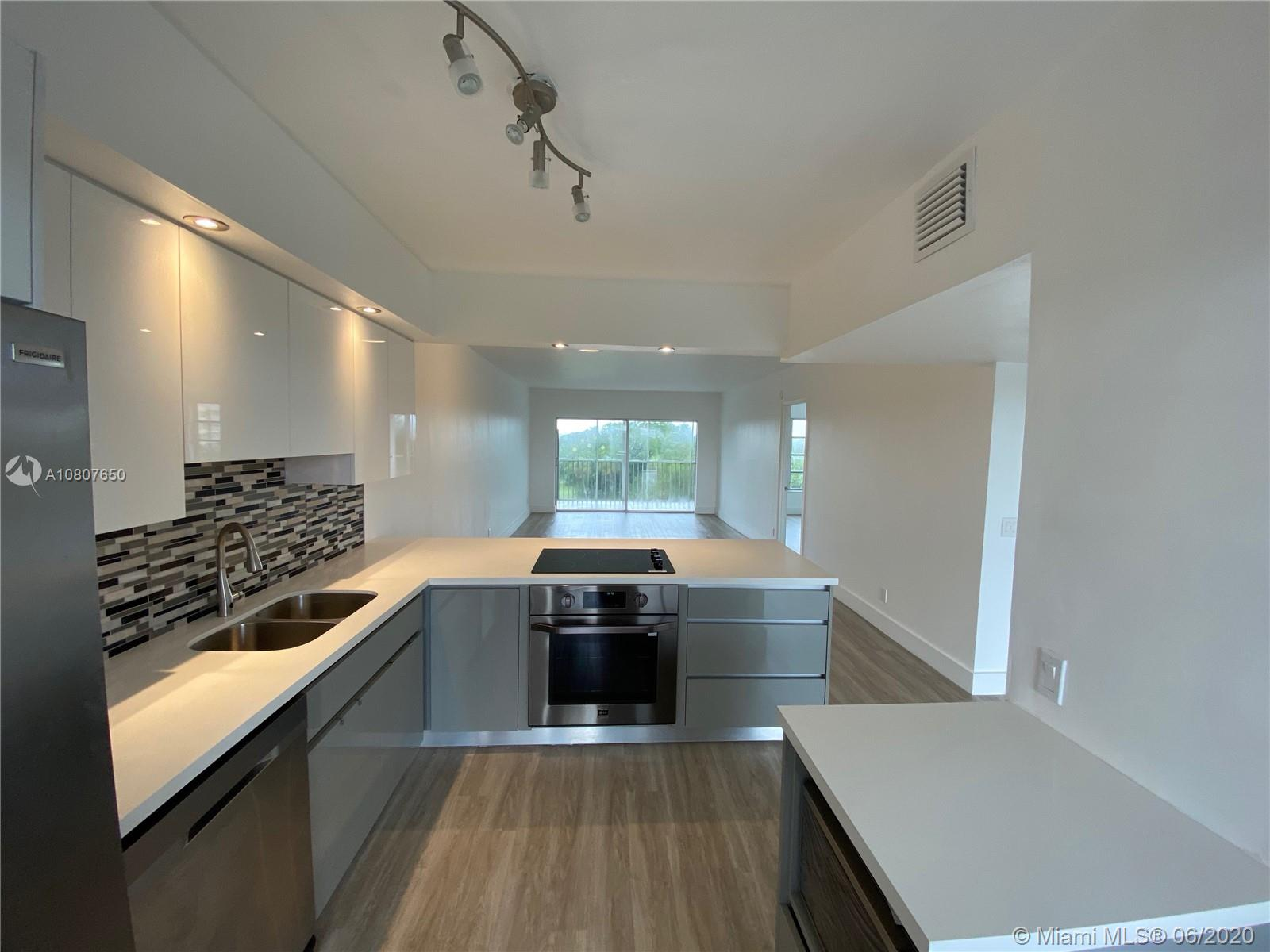 Beautiful apartment completely remodeled; floors, bathrooms, kitchen, new appliances, with 54 holes of golf within a 3 mile radius. Pool and social area is located next to the building.