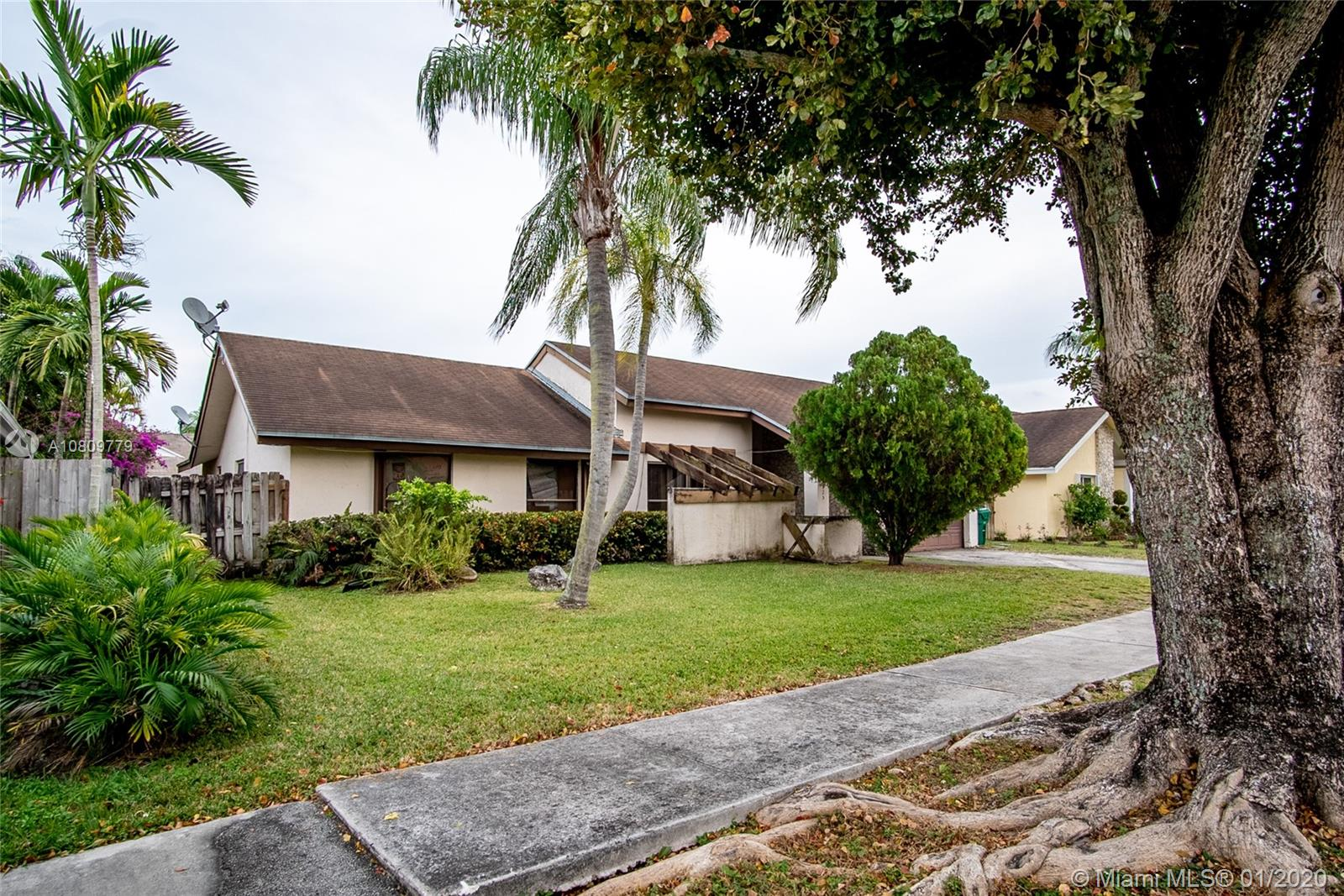 10825 SW 142nd Pl  For Sale A10809779, FL