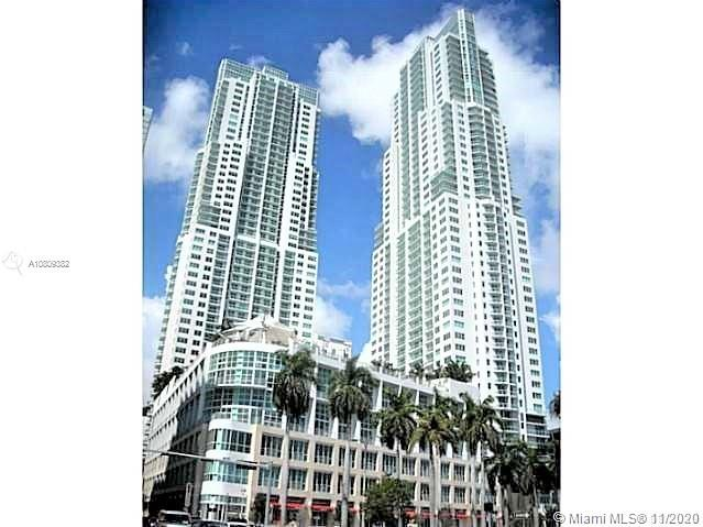 Lovely studio with beautiful views of the Bay and City. Great pool area, full service gym, 24 hrs security, covered parking and storage. Conveniently located in Downtown Miami. Just across from Bayside shopping, restaurants and music events.