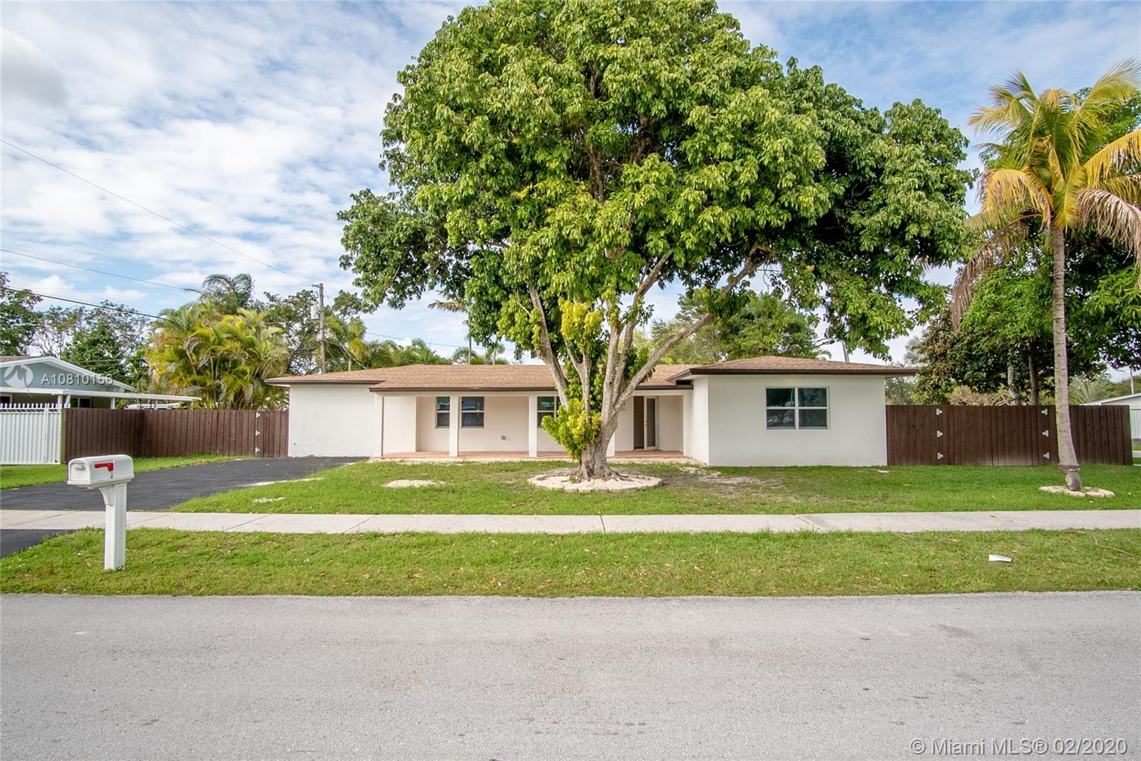 9305 SW 178th Ter  For Sale A10810156, FL