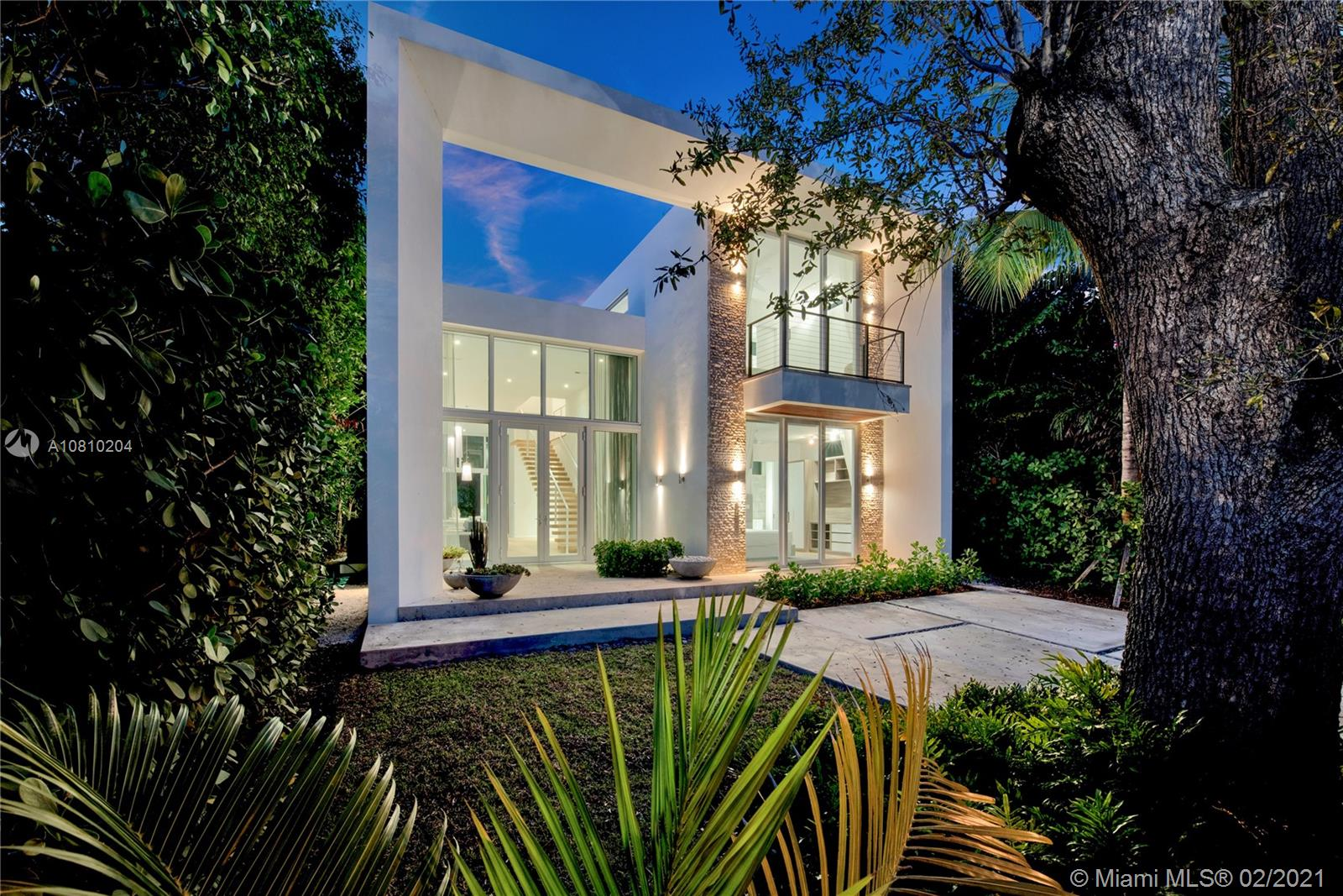 335 W 46th St  For Sale A10810204, FL
