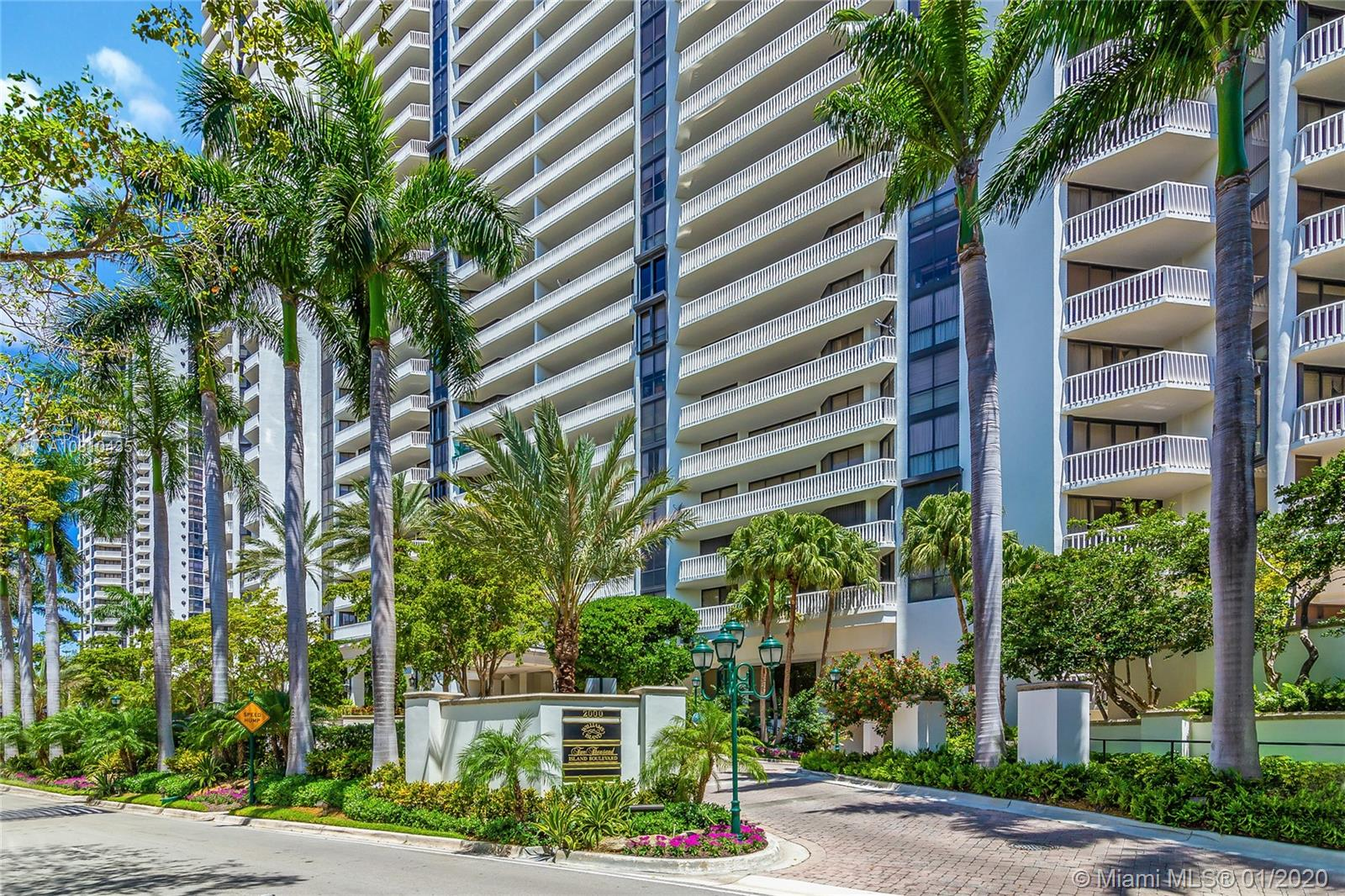 2000  Island Blvd #903 For Sale A10810435, FL