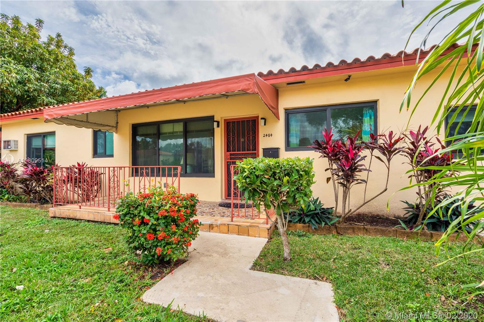 2484 SW 25th St  For Sale A10809514, FL