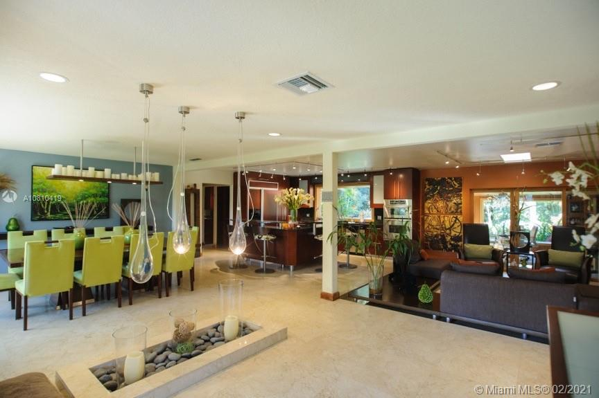 4301 SW 101st Ave  For Sale A10810419, FL