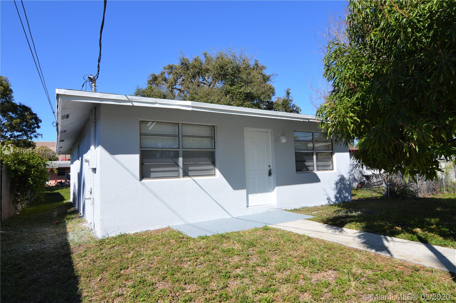 Beautiful renovated house in a great location. 3 Bed/1Bath, New central AC, New Appliances, New Water Heater, New renovated bathroom, New Lighting, New Kitchen Countertop. Must See Won't Last