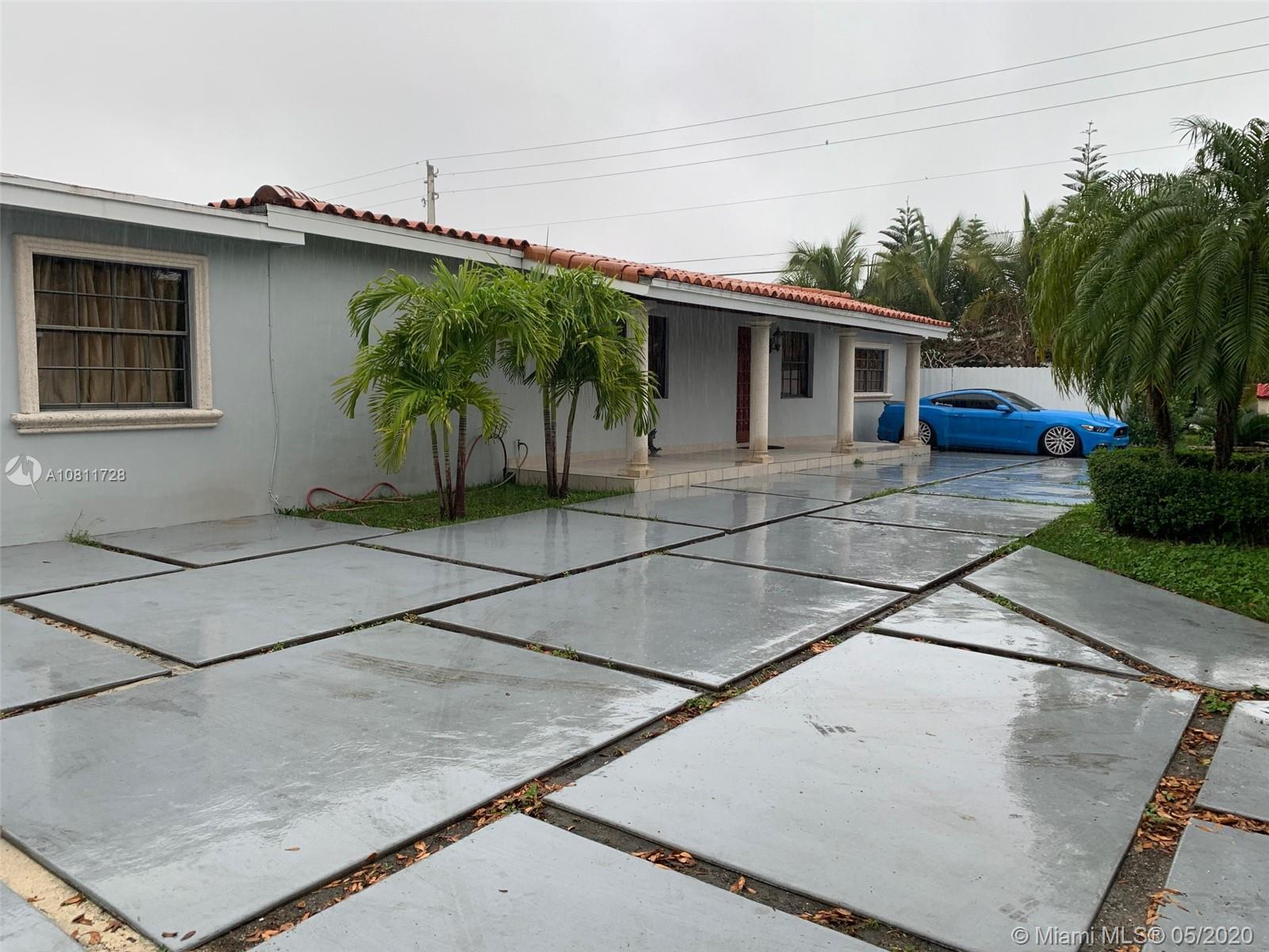 6401 SW 33rd St  For Sale A10811728, FL