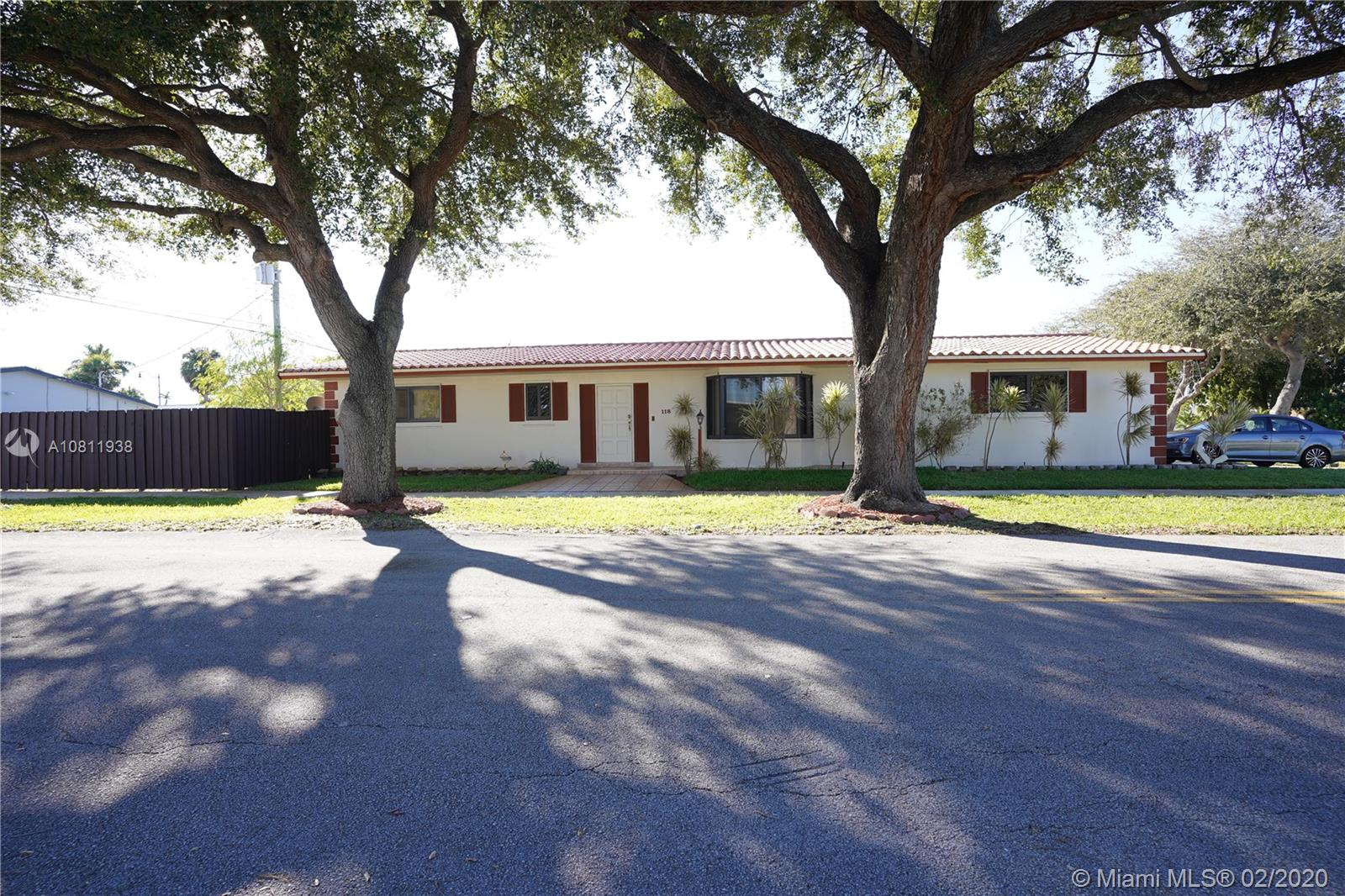 118 N 50th Ave  For Sale A10811938, FL