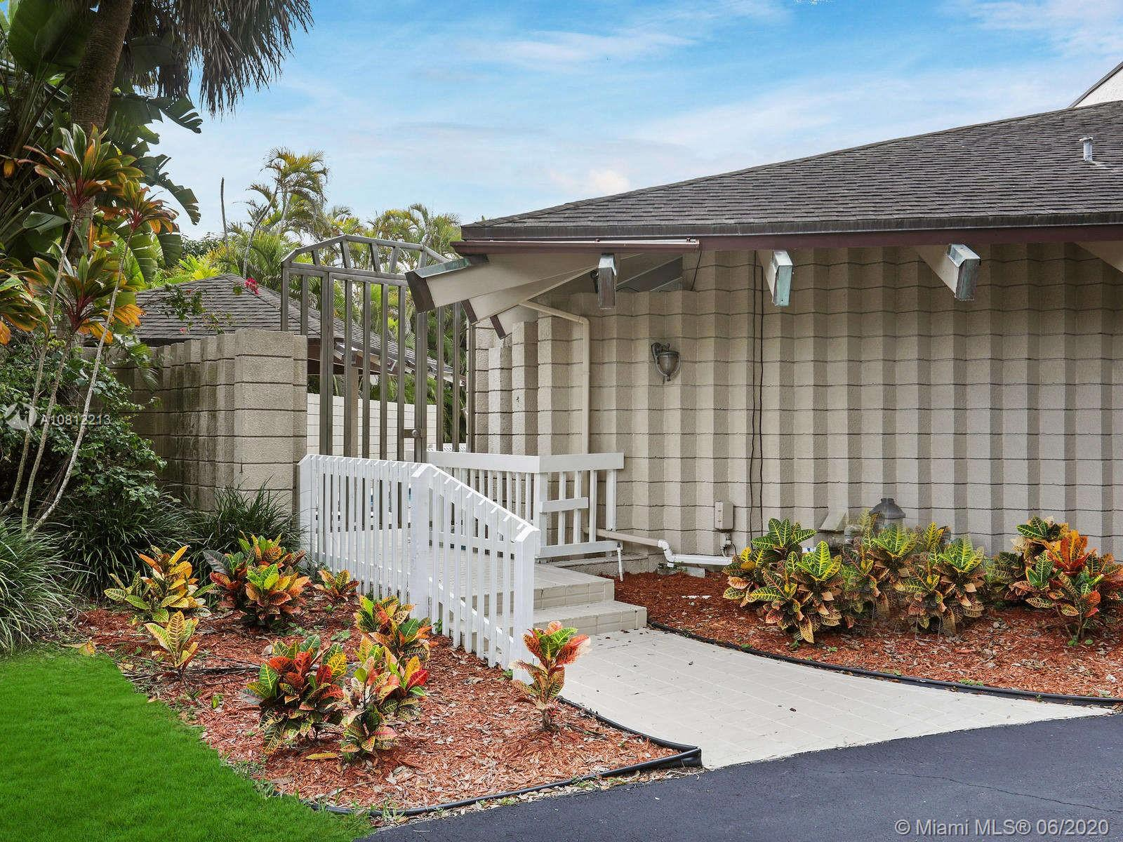 10625 SW 89th Ct  For Sale A10812213, FL