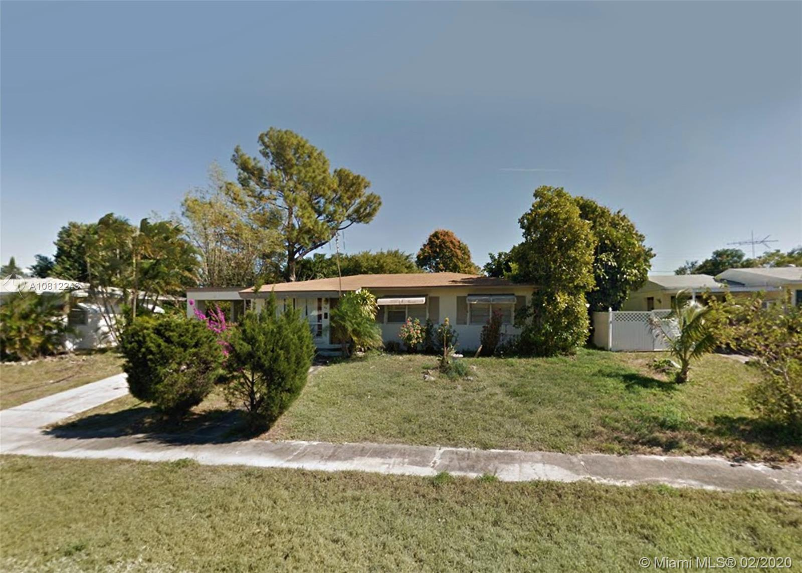 814 Small Dr, Lake Worth, FL 33461