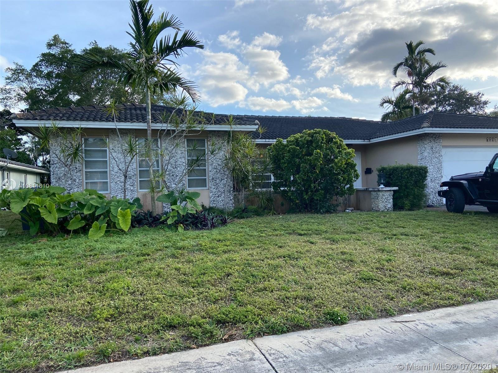3350 N 41st Ct  For Sale A10811610, FL