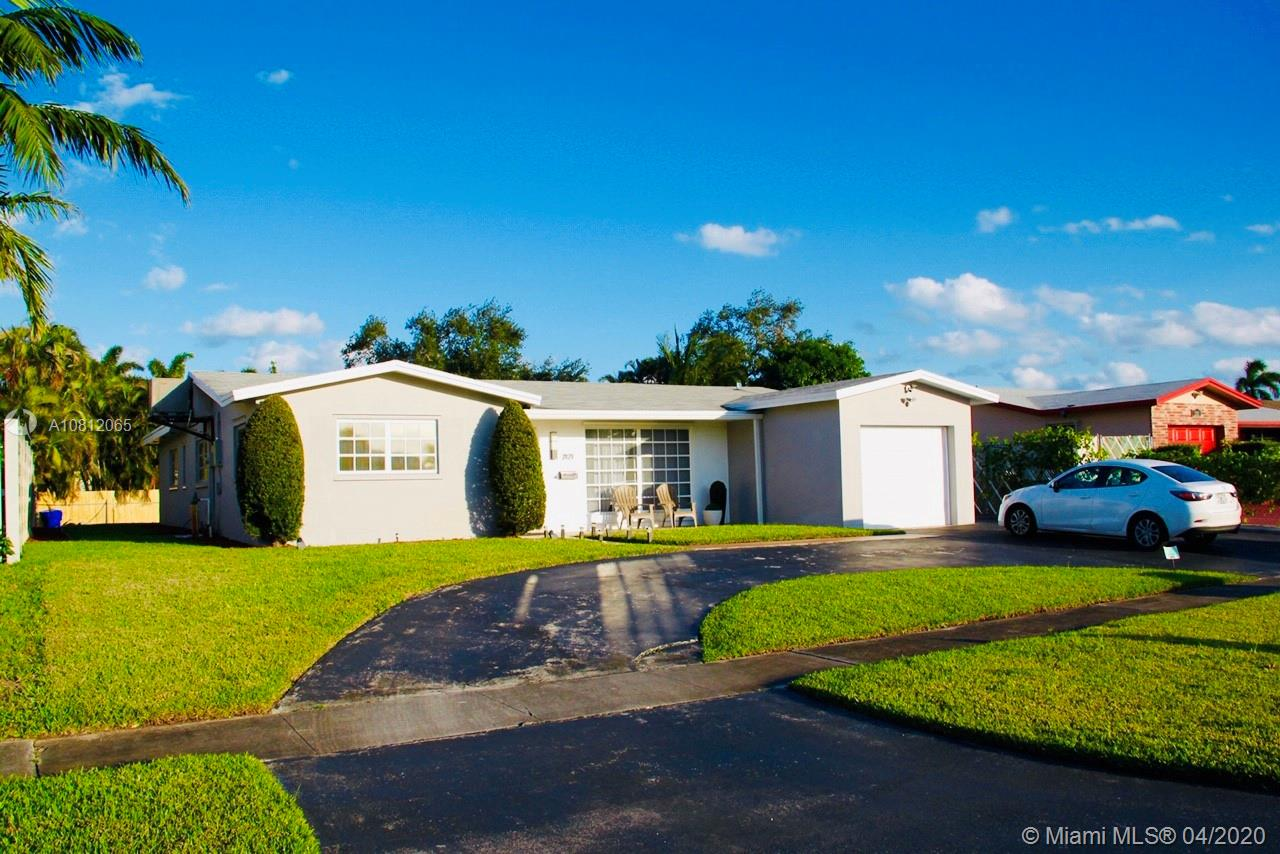 2121 N 53rd Ave  For Sale A10812065, FL