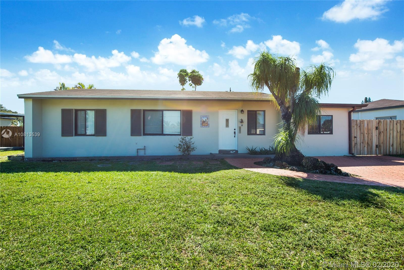 7460 SW 33rd St  For Sale A10813539, FL
