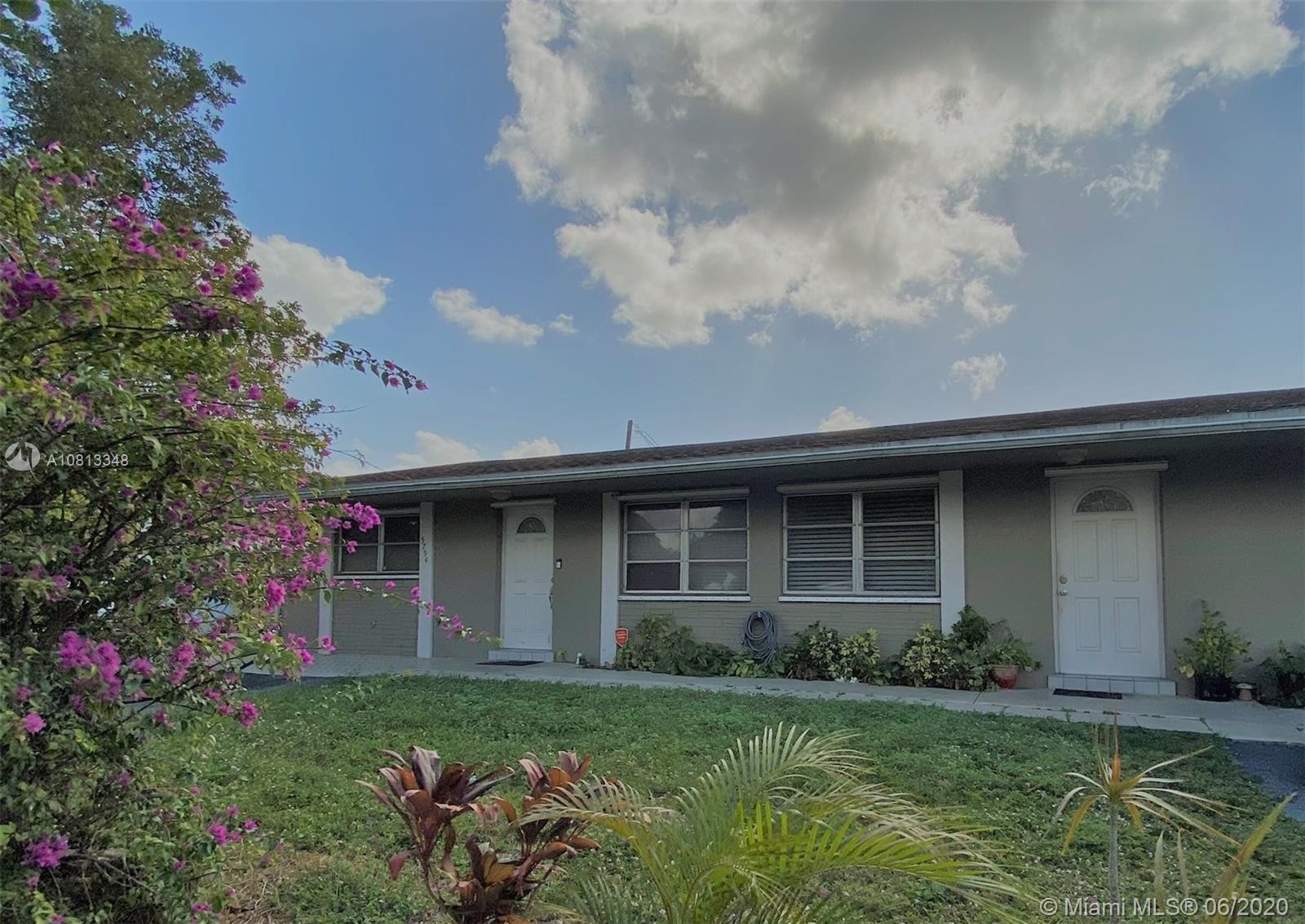 5754  Garfield St  For Sale A10813348, FL
