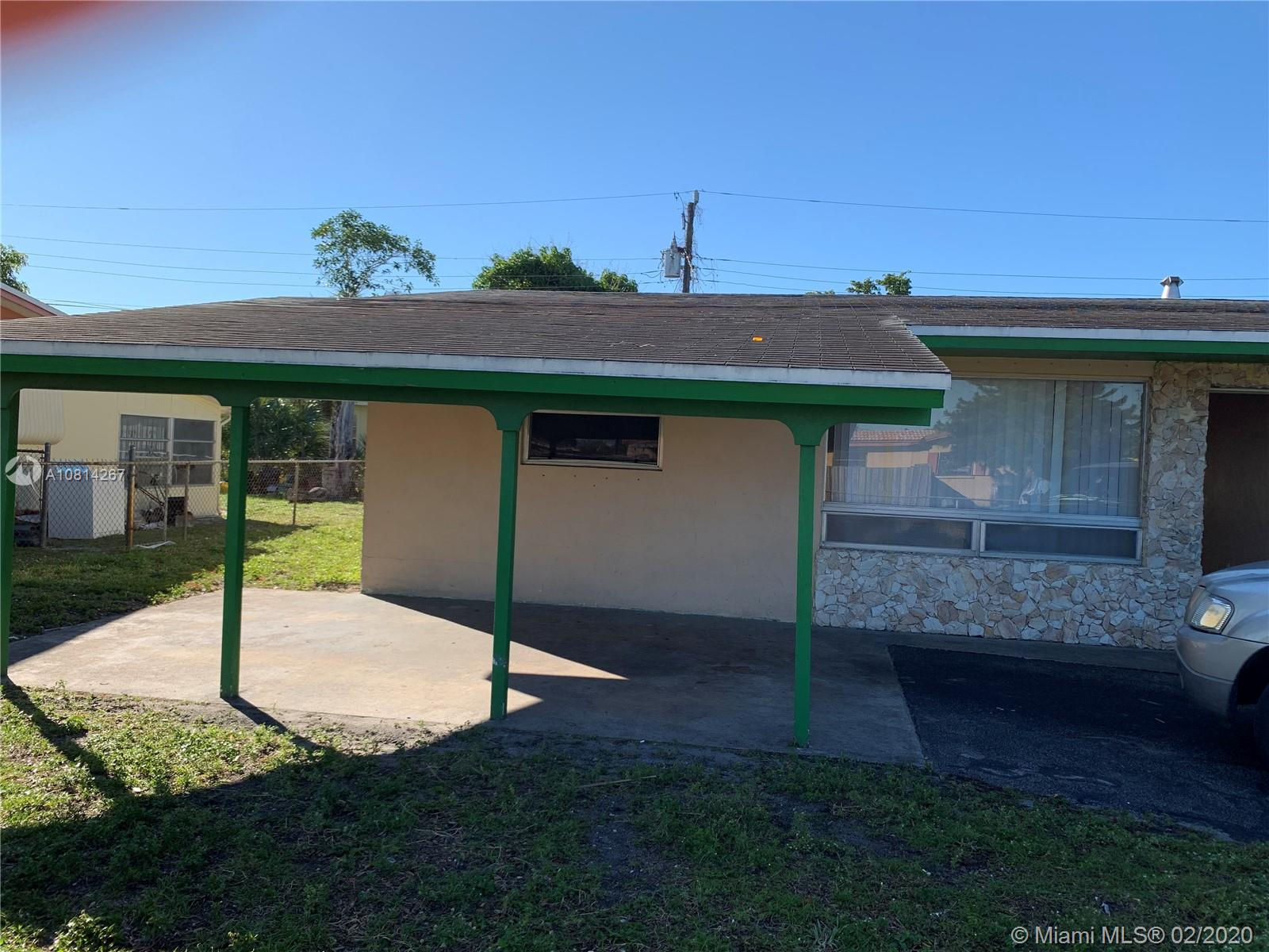 SINGLE FAMILY 3 BEDROOMS AND 2 BATHROOMS /2 NEAR SCHOOLS AND STORES .QUIET NEIGHBORHOOD- ROOF IN GOOD CONDITION TO BE SOLD AS IT