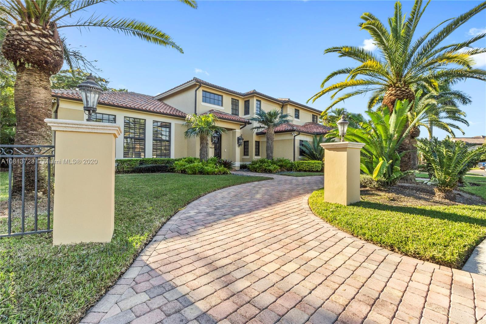 9439 NW 54th Doral Cir Ln  For Sale A10813723, FL