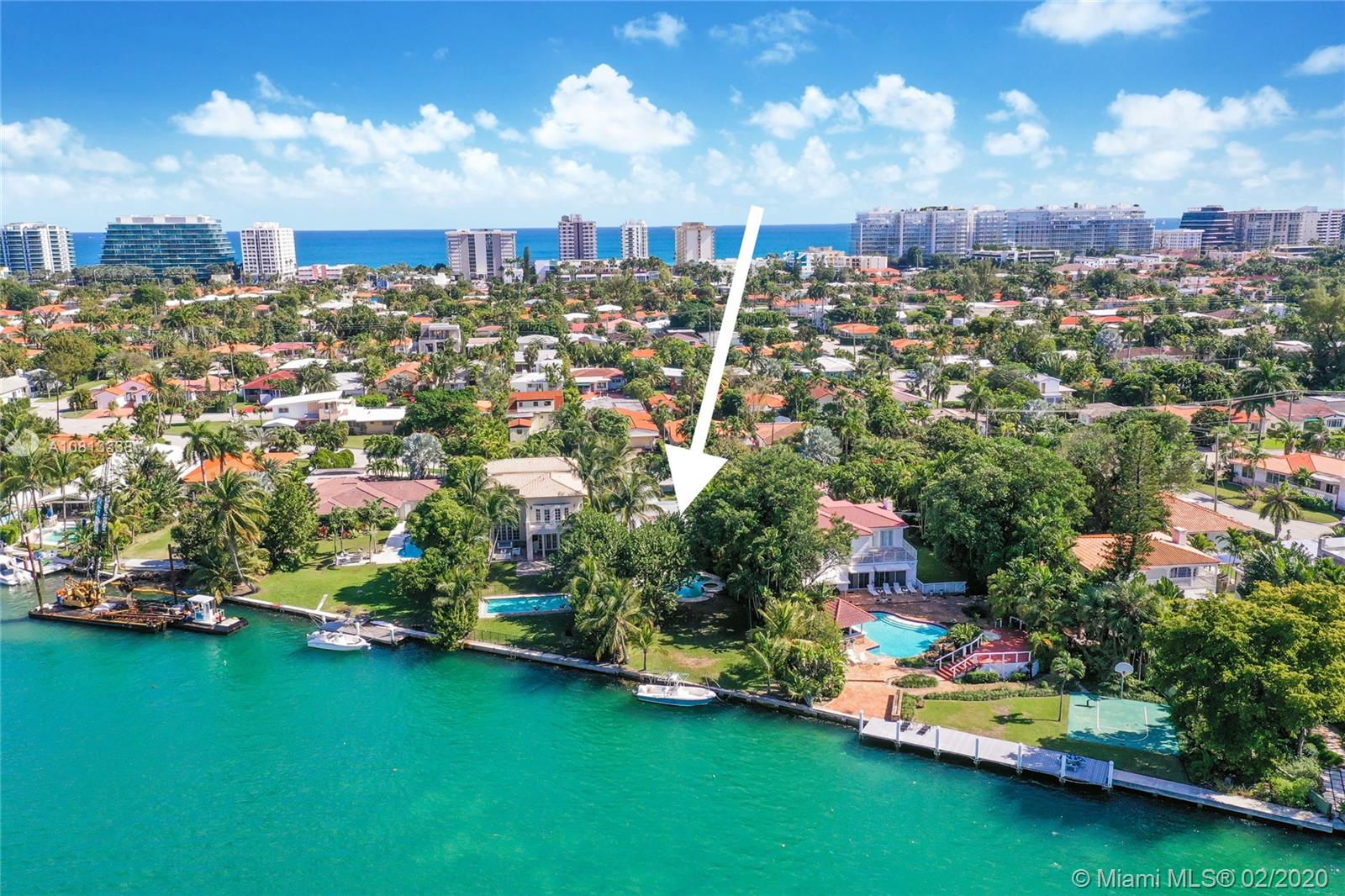9234  Bay Dr  For Sale A10813338, FL