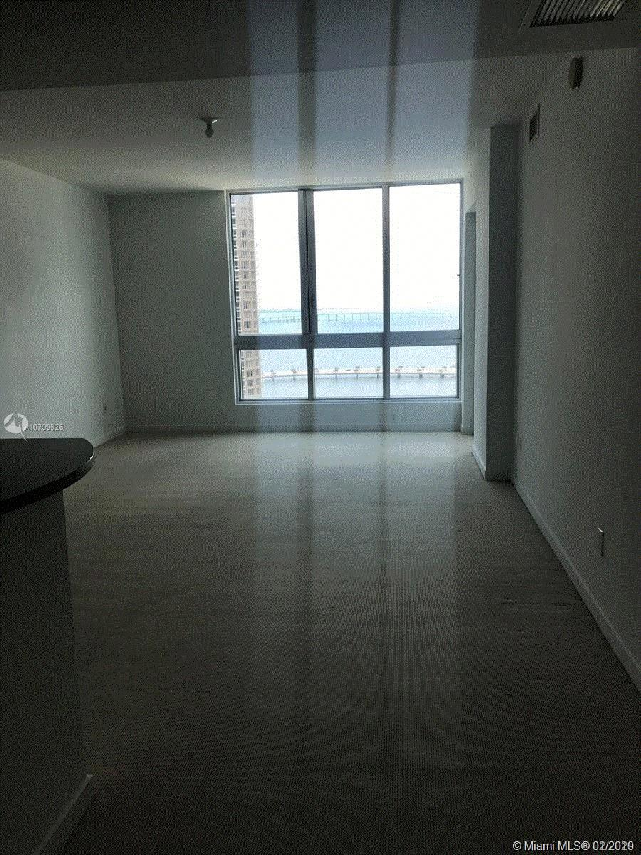 Located in the Metropolitan complex in the business district of Downtown Miami! Spectacular water views of the Bay and Miami River. Unit is rented till April2022,call L.A. for showings.