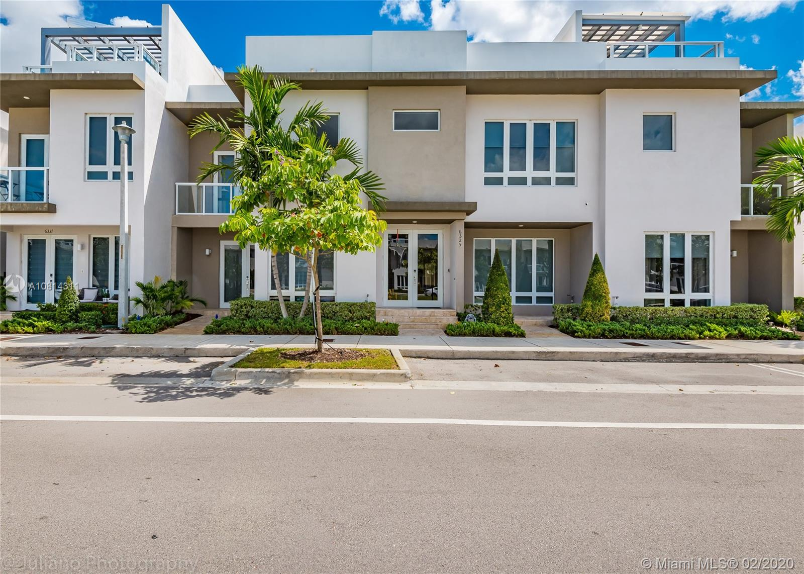 6325 NW 104th Path #6325 For Sale A10814311, FL