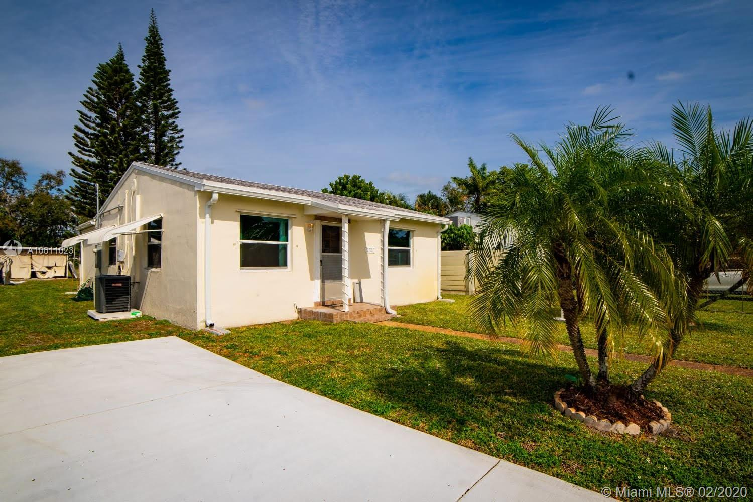 2727  Taylor St  For Sale A10811023, FL