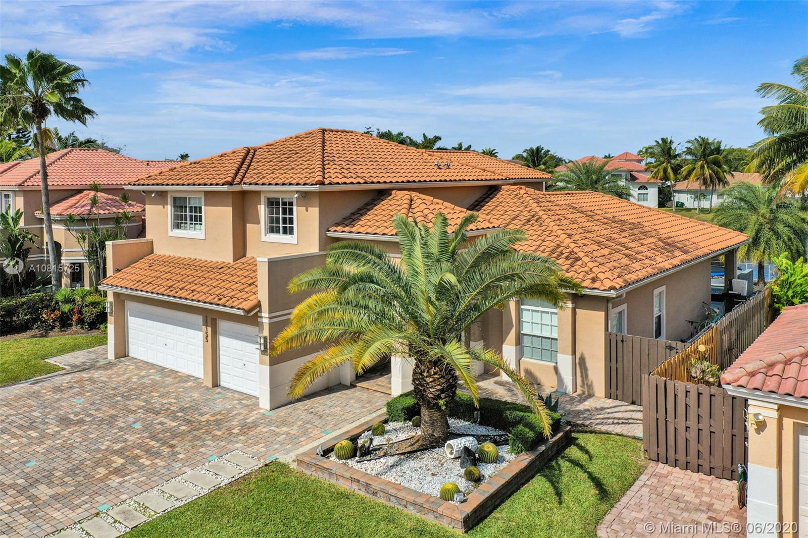 11155 NW 70th St  For Sale A10815725, FL