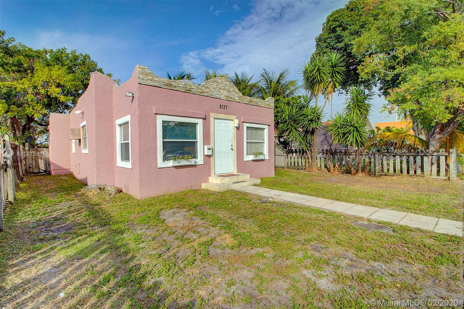 2137  Lincoln St  For Sale A10815915, FL