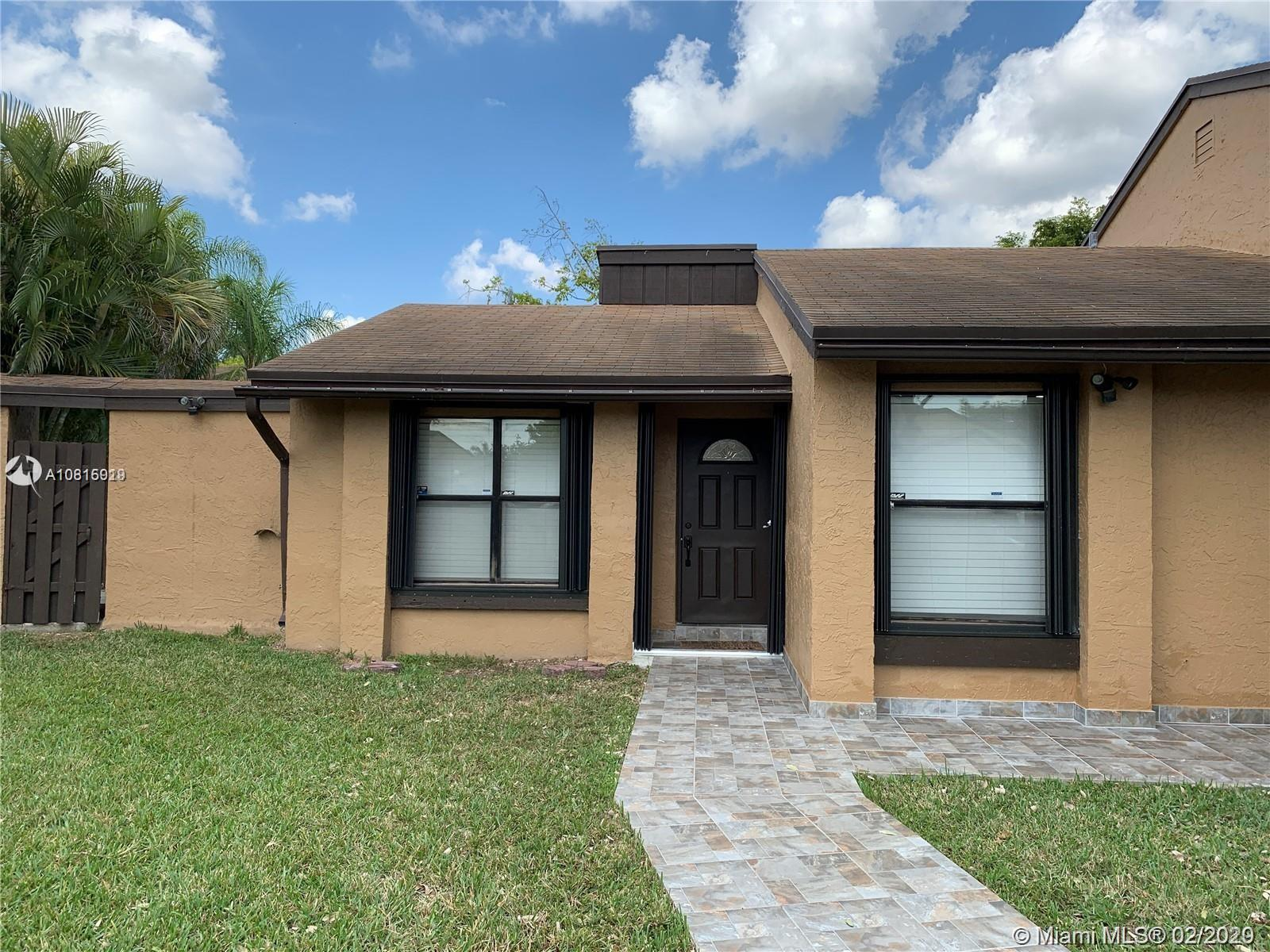 12721 SW 70th Ln  For Sale A10815919, FL