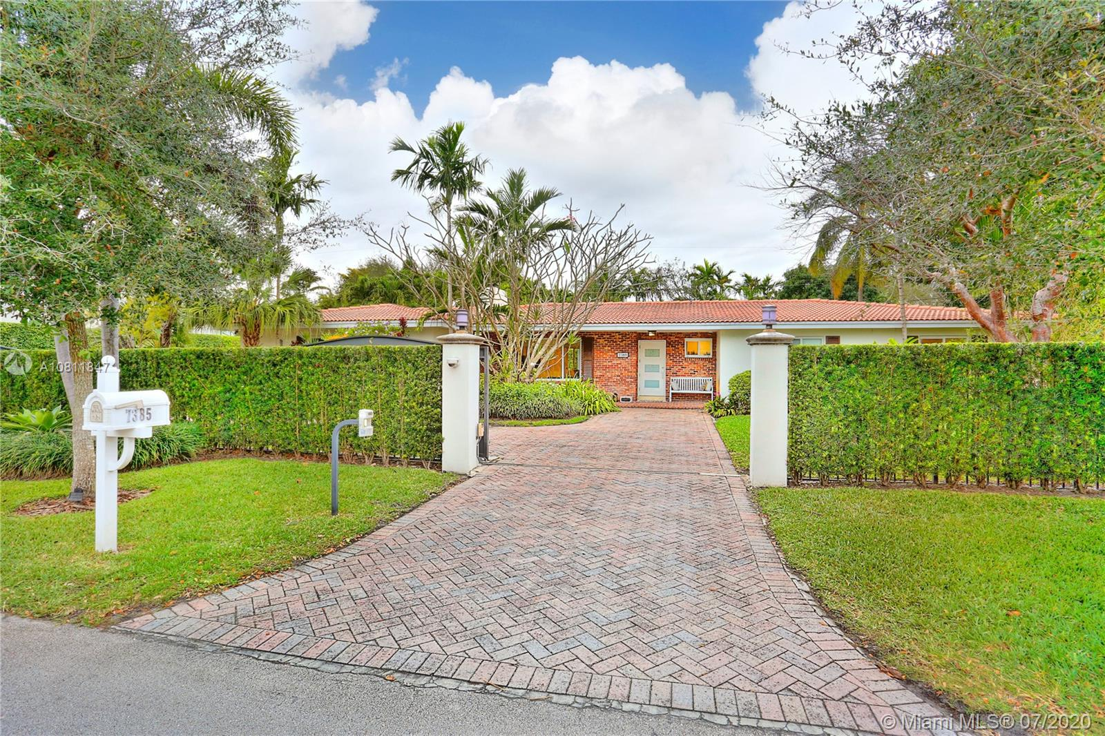 7385 SW 100 St  For Sale A10811847, FL