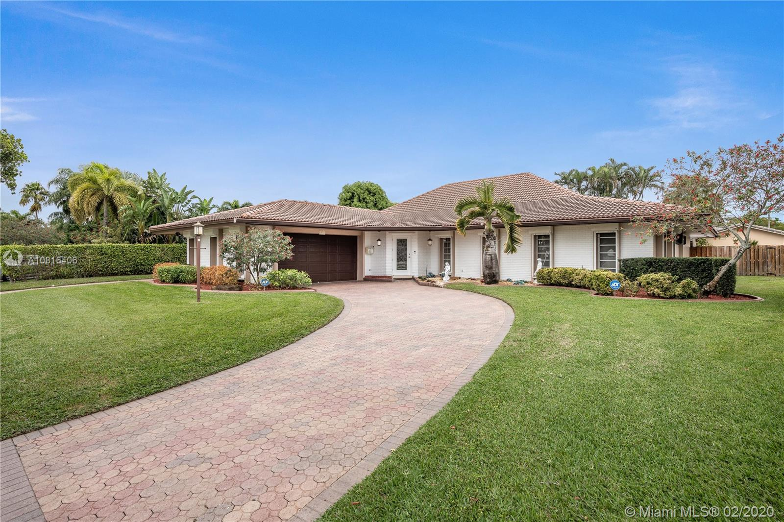 3611 N 55th Ave  For Sale A10816406, FL