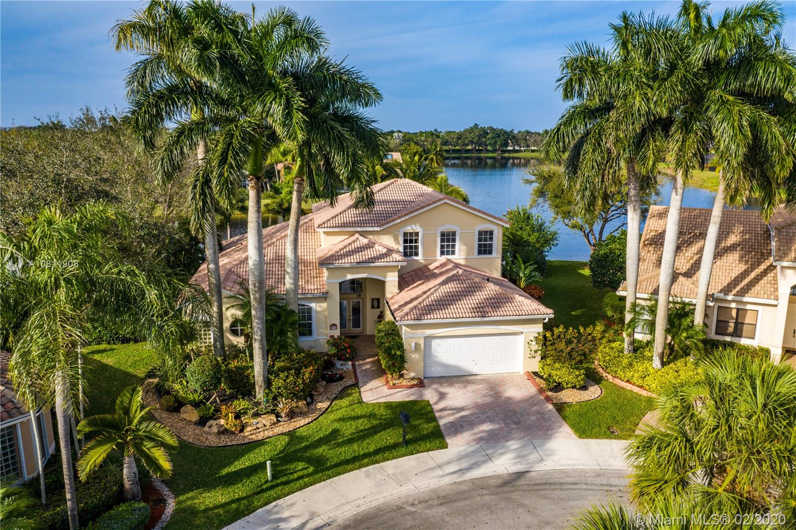"""Weston Hills C.C. 16,095 sf pie shaped cul-de-sac lot w/gorgeous lake views 5B/4B 3834 Sq ft home boasts a Lg extended paved patio custom pool waterfalls new led lights, hot tub fenced Perfect for Entertaining! Surround sound system! Grand Master Bedroom on 1st Fl w/3 Bed upstairs w/5th bedroom downstairs used as office/den w/custom closets/built-in Lg neutral diagonal Tile throughout, Carpet in Bedrooms. Spacious, Huge dine in Gourmet Kitchen w Granite/New Appliances/extra tall cabinetry/wine cooler/Lg island & Bar/Built in Elec. Sweeper/Vacuum System Formal Dining & Living Room WHCC an exclusive family-oriented community in City of Weston w/2 pristine 18-hole championship golf courses, known as Weston Hills Golf and Country Club. """"A"""" rated schools and easy access to the hwy. AC's 5 yrs"""