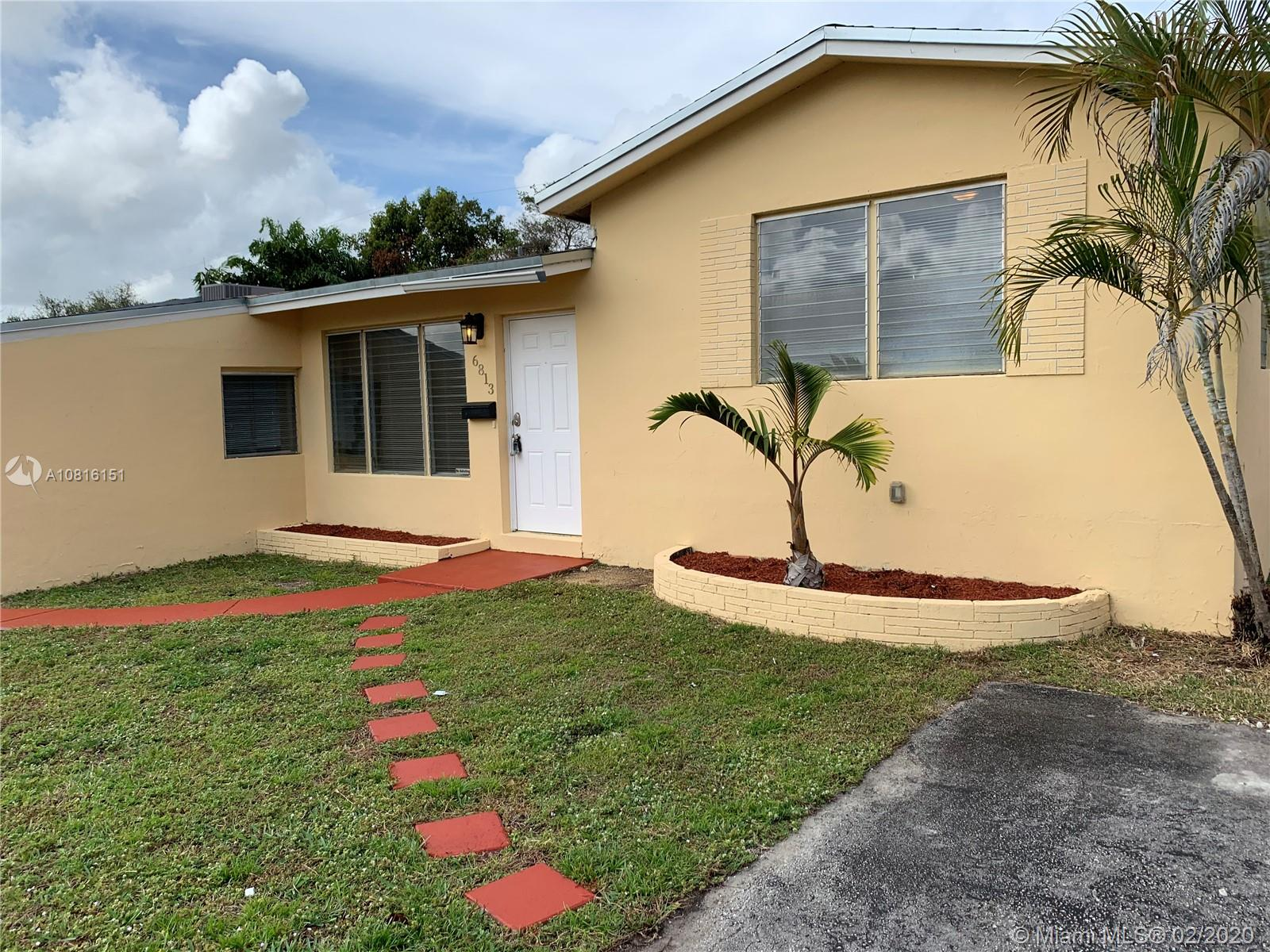 6813 SW 11th St  For Sale A10816151, FL